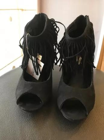Sapatos cinzentos pretos cobra salto alto à venda Malas