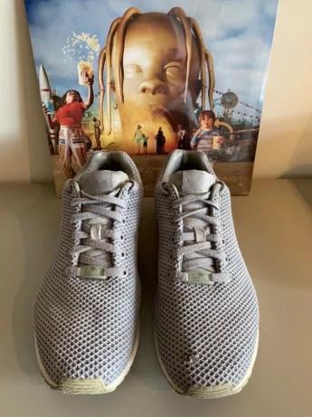 Adidas dá o troco e também apresenta sua chuteira de cano