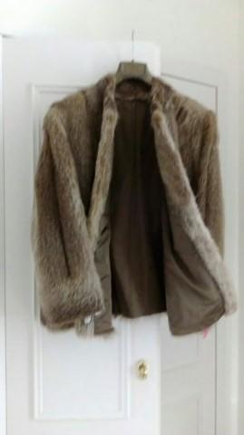 Casaco de pele cor castanha marca sedan tamanho S