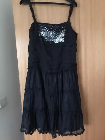Vestido preto curto de renda com costas abertas Covilhã E