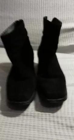 Botas castanhas e pretas de salto alto.Tam 37 Póvoa De Santa